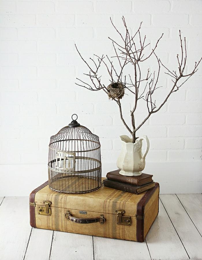 Déco-mignon-vintage-valise-arbre-vase-cage