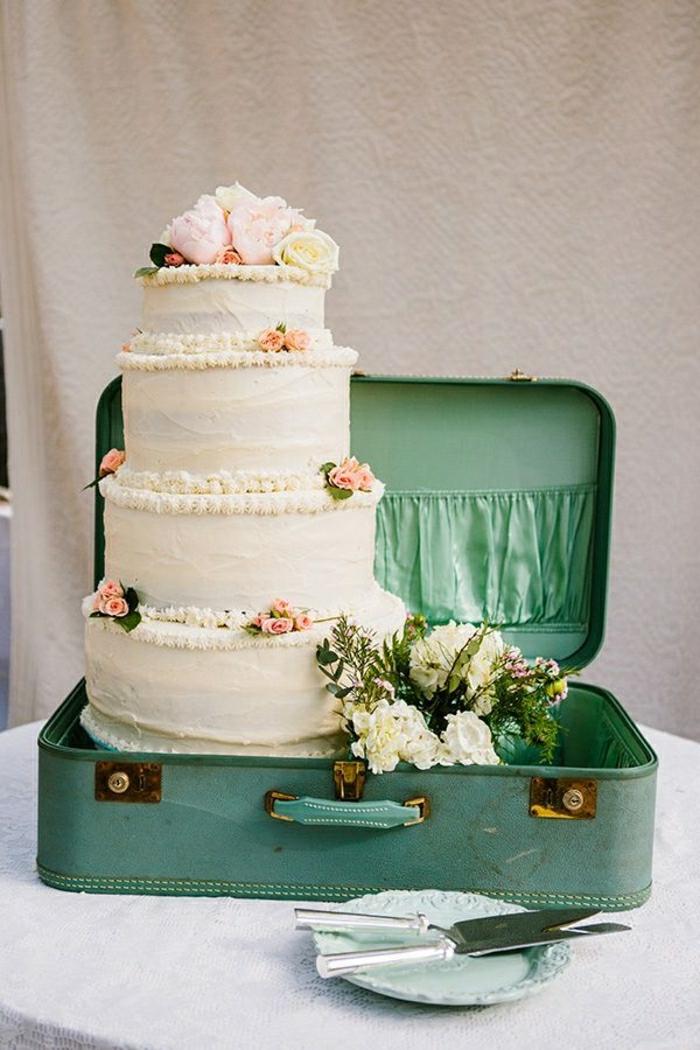 Déco-mignon-vintage-valise-mariage-gateau