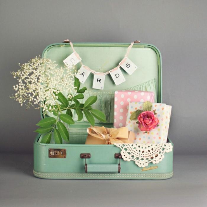 Decoration-chambre-meuble-vintag-fleurs-cartes-mariage-cadeaux-resized