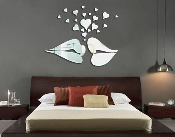 Idee-creative-miroir-mur-stickers-levres-coeurs