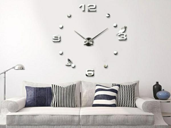 La-decoration-de-vos-murs-avec-stickers-sofa-coussins-horloge