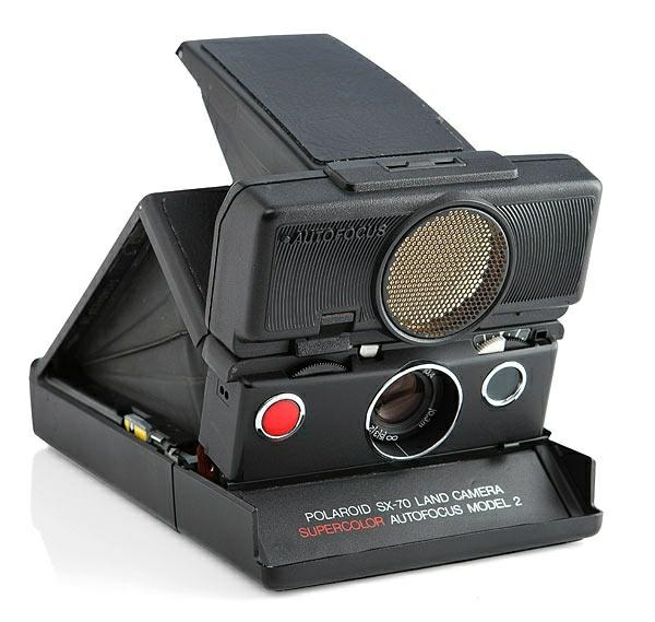 Le-cadeau-anniversaire-originale-geek-folding-black-sonar-camera-appareil-photo-polaroid