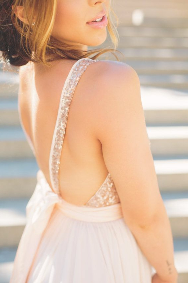Robe-de-mariée-rose-tenue-detail