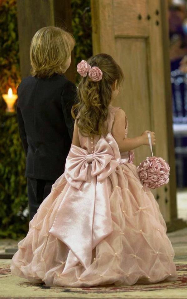 Robe-de-mariée-rose-tenue-garcon-demoiselle-d-honneur