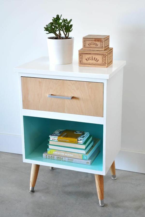 Table-de-chevet-idée-décoration-livres-plante-verte