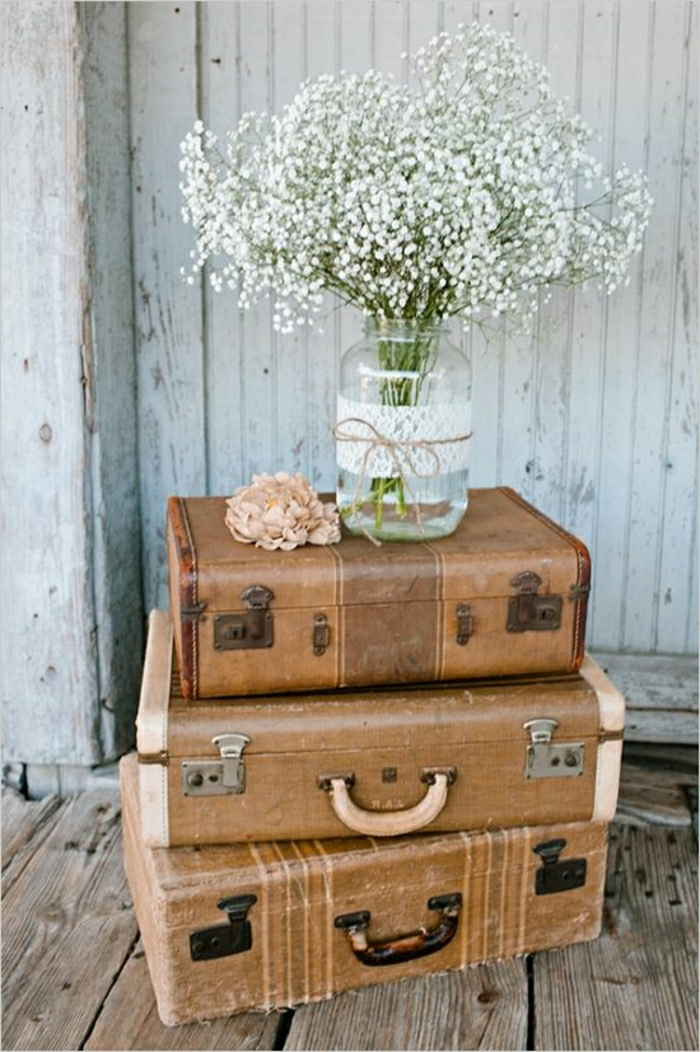 Transformer-votre-valise-vintage-en-meuble-table-fleurs-vase
