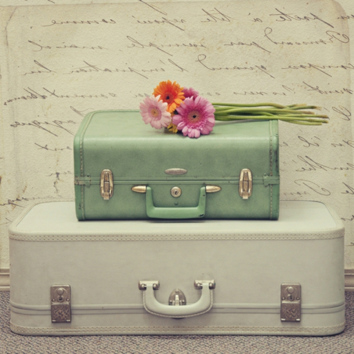 Transformer-votre-valise-vintage-en-meuble-table-fleurs