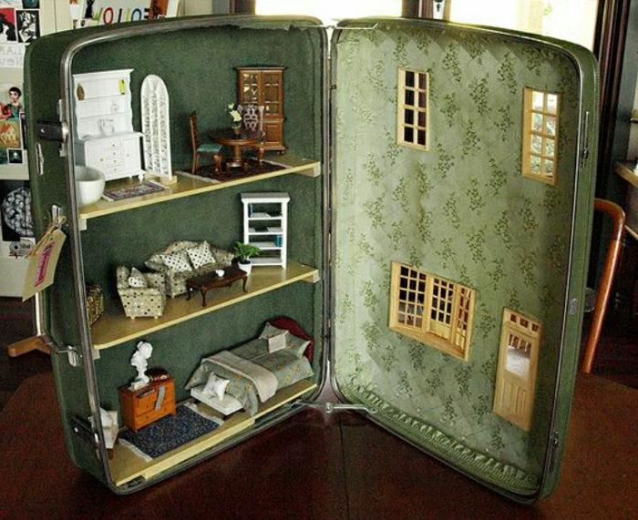 Valise-meuble-idee-deco-chambre-maison-poupees-dedans
