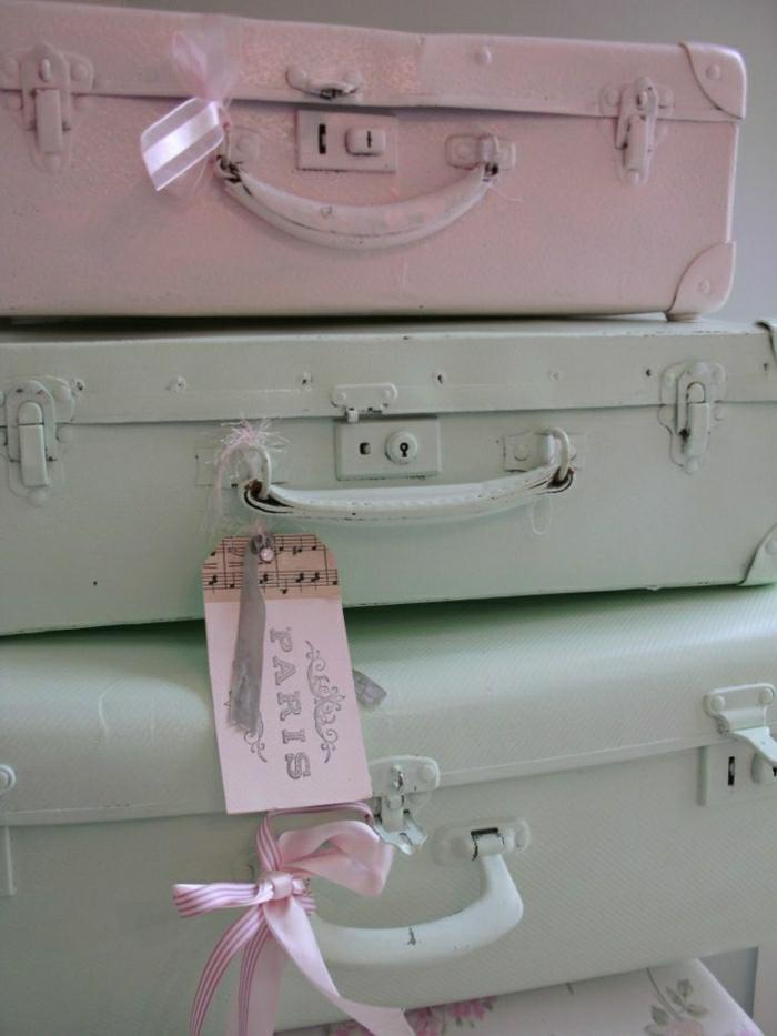 Valises-vintage-mobilier-originale-couleurs-pastelles