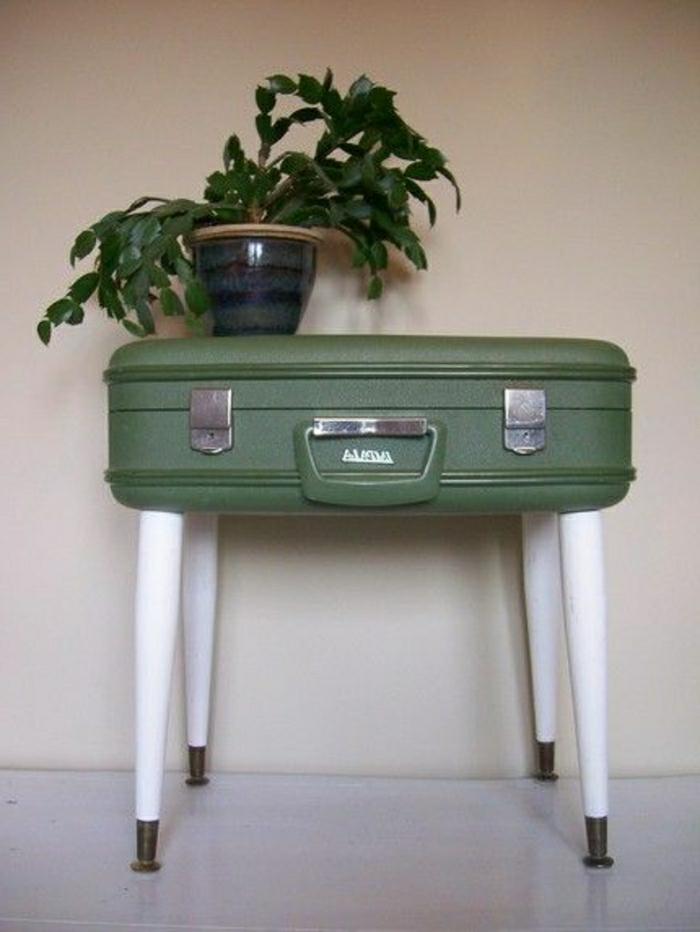 Valises-vintage-mobilier-originale-vert-plante