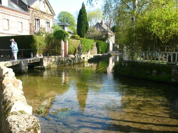 Veules-fleuve-maisons-jardin
