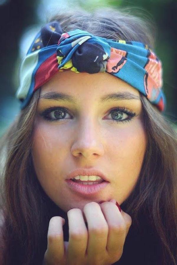accessoire-cheveux-bandana-cheveux-coloré-fille-brune-bleus-yeux