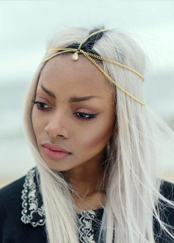 accessoire-cheveux-bijou-femme-blonde-princesse-levres-grands