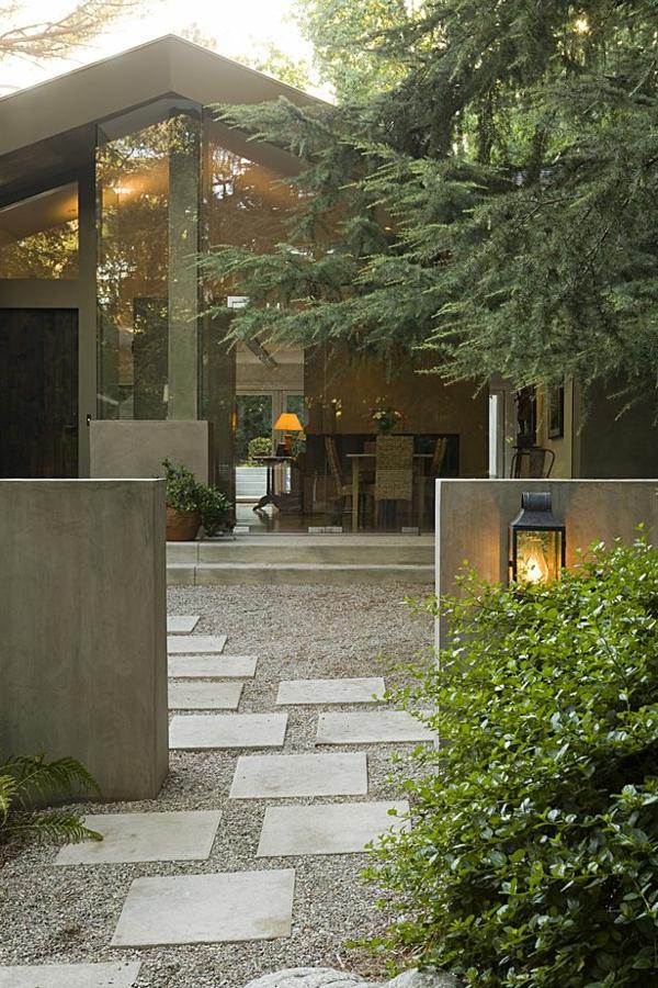 allées-de-jardin-devant-une-maison-contemporaine