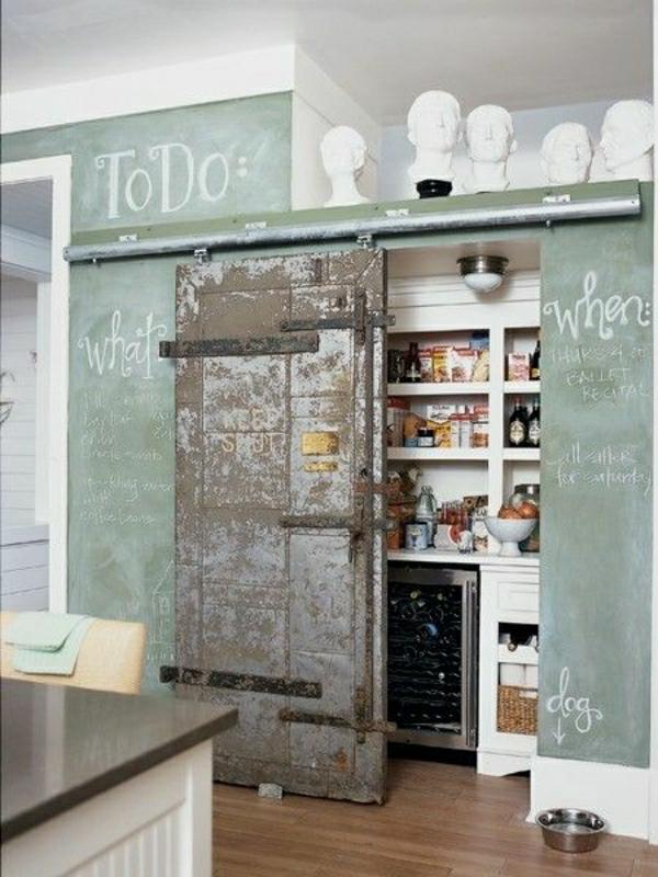 aménagement-industriel-mobilier-industriel-murs-verts-sclupture-décoration
