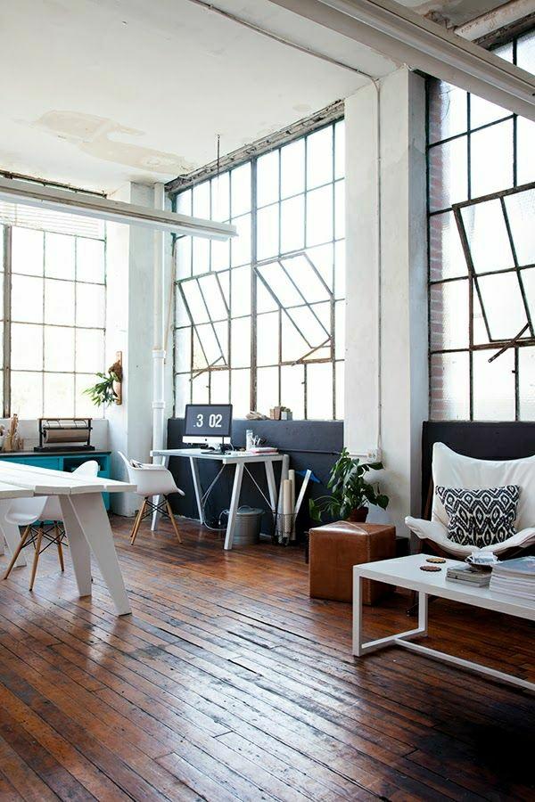 aménagement-industriel-salon-sol-en-parquet-meubles-industriels-table-en-bois