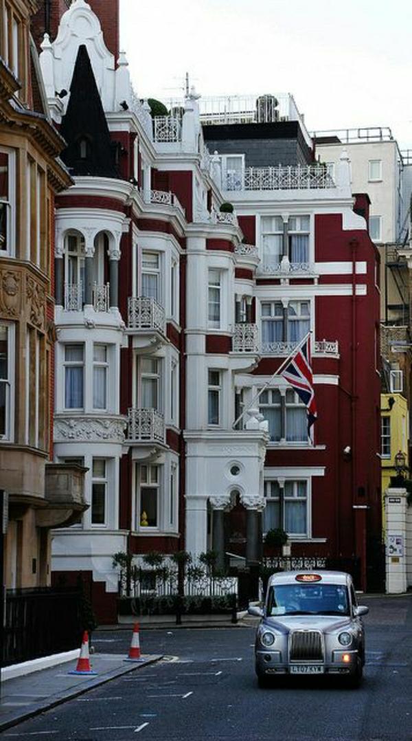 architecture-anglaise-voiture-ancienne-rue-batiment-blanc-rouge