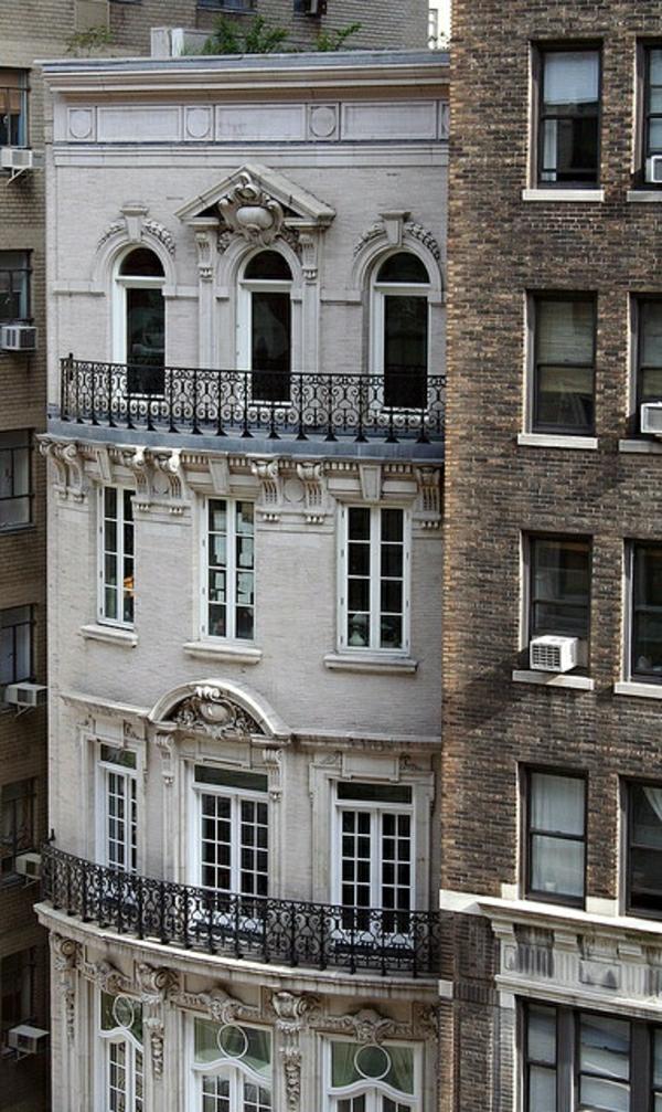 architecture-classique-appartement-extérieur-balcon-gris
