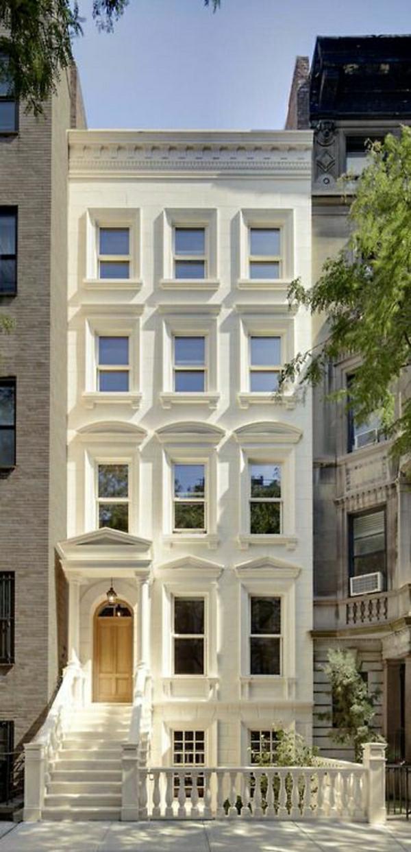 architecture-de-style-classique-façade-blanche-fenetres