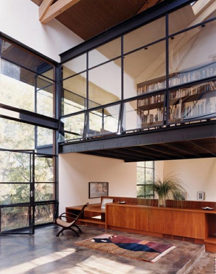 atelier-vaste-mur-en-verre-tapis-plante-verte-aménagement-industriel