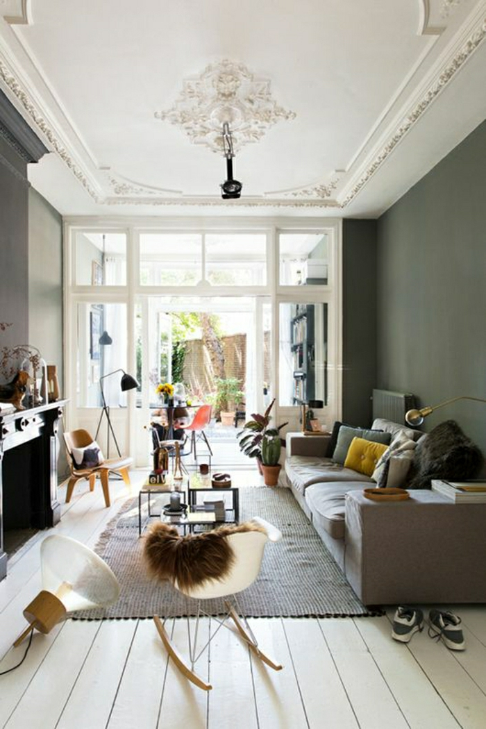 ateliers-et-lofts-sol-en-bois-parquet-beige-chaise-berçante-en-plastique-tapis-gris-canpé-mur-gris