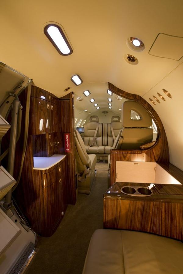 avion-privé-intérieur-luxe-en-cuir