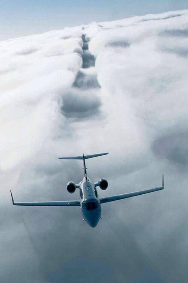 avion-privé-vol-dans-les-nuages