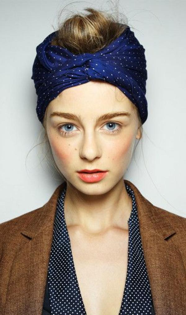 bandana-bleu-cheveux-blonds-fille-yeux-bleus