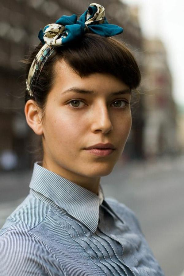 bandana-coloré-cheveux-brune-chemise-fille