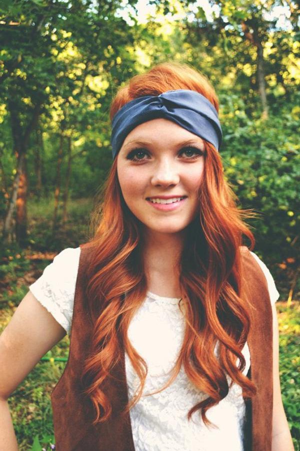 bandana-coloré-cheveux-rouges-barette-cheveux-bleu