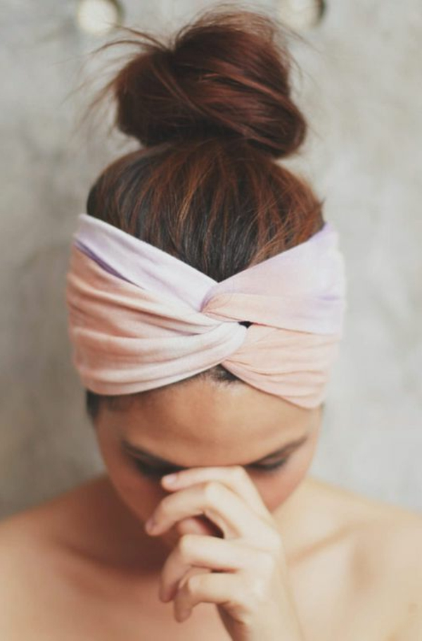 bandeau-cheveux-rose-fille-brune
