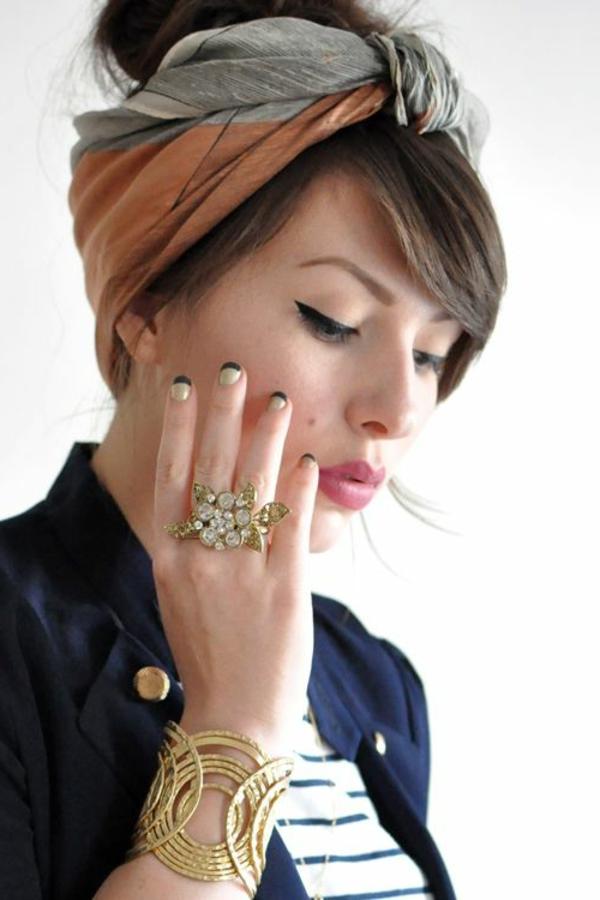 bandeau-pour-cheveux-fille-brune-bijoux-à-main