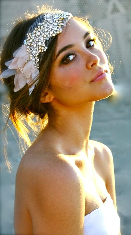 barette-cheveux-bandana-pour-mariage-blanc-dentelle-fille-brune