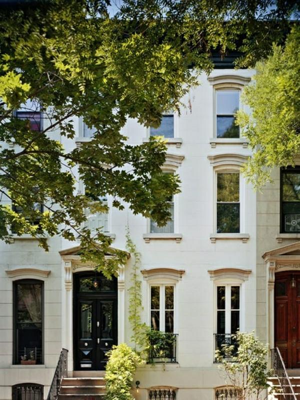 batiment-classique-architecture-art-classique-facade-baroque-arbres