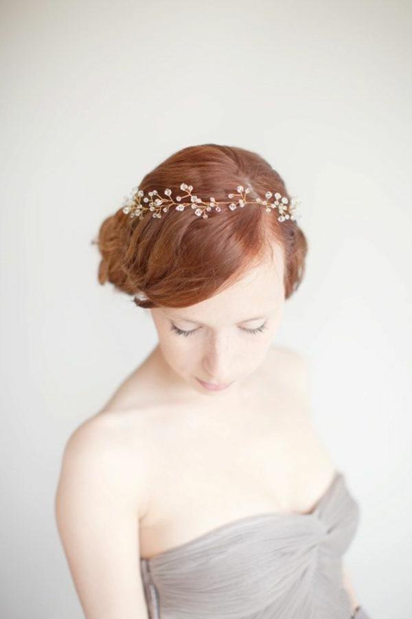 bijou-de-cheveux-idée-créative-cheveux-rouges-couronne-de-fleurs