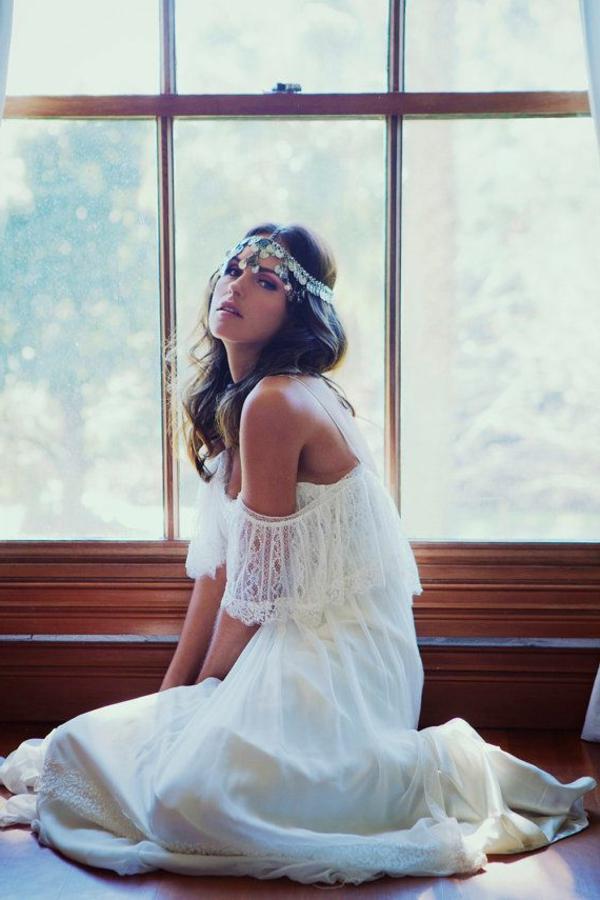bijou-de-tete-fille-robe-blanche-style-bohéme-robe-en-dentelle