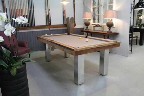 billard-table-à-manger-salon-bien-aménagé