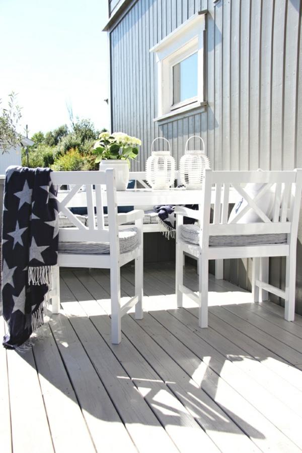 70 photos de tables de jardin qui vont transformer la cour for Table et chaise bois blanc