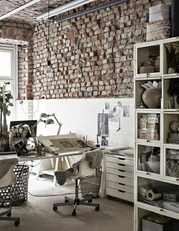 bureau-industriel-mur-brique-plantes-vertes-meuble-en-bois
