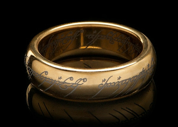 cadeau-geek-gold-plated-tungsten-carbide-one-ring-signeur-anneau