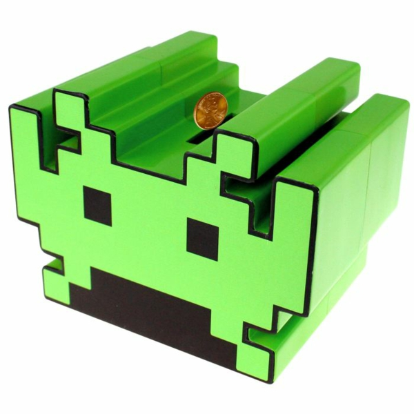 cadeau-tirelire-pas-couchon-tirelire-enfant-space-invaders-geek-resized