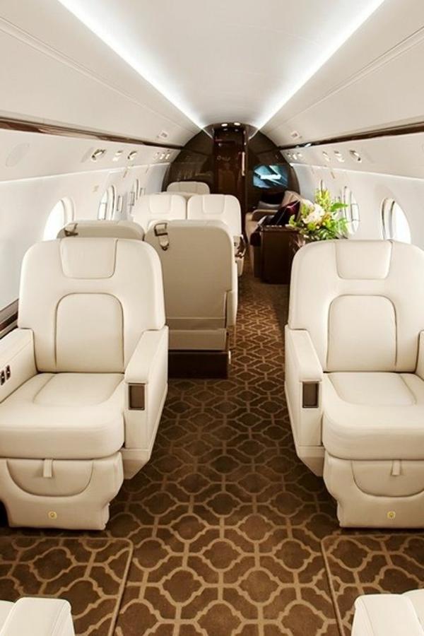 canapé-en-cuir-beige-jet-fly-avion-privé-tapis
