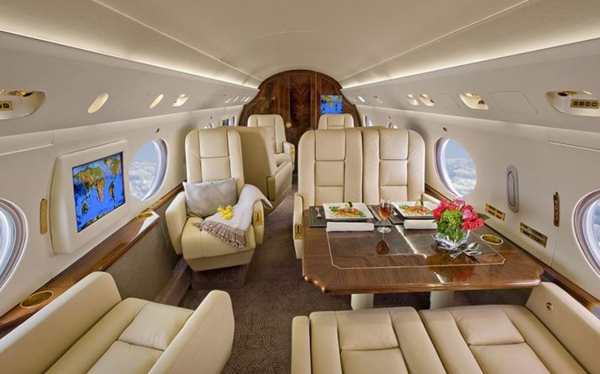 canapé-en-cuir-beige-jet-fly-avion