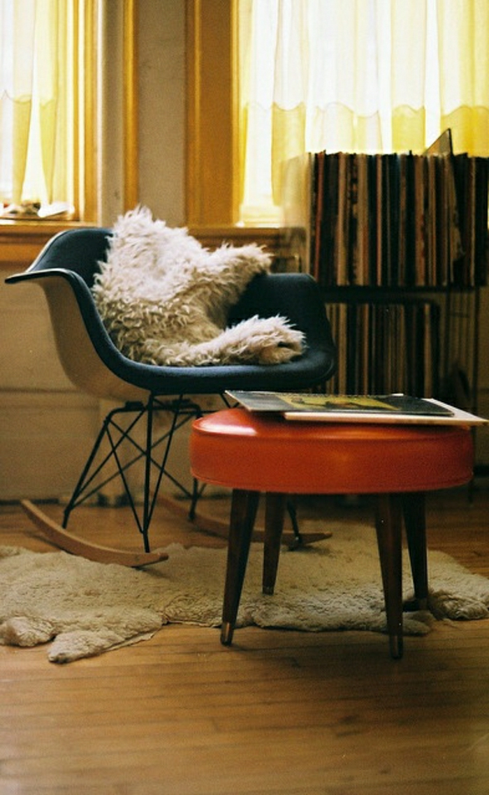 La chaise plastique un meuble moderne pour la maison for Chaise plastique bois