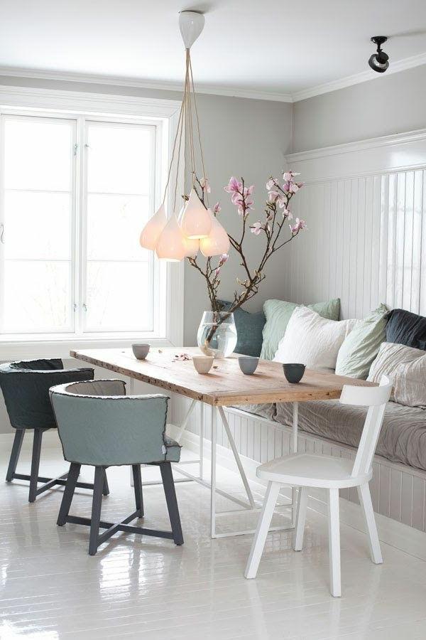 chaise-de-salle-à-manger-aménagement-arbre-vase