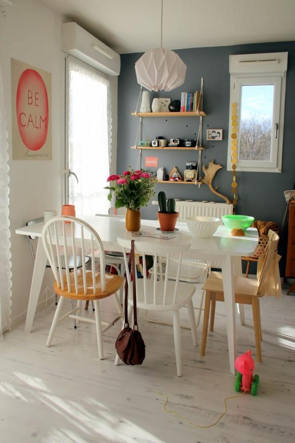 chaise-de-salle-à-manger-aménagement-fleurs-vase