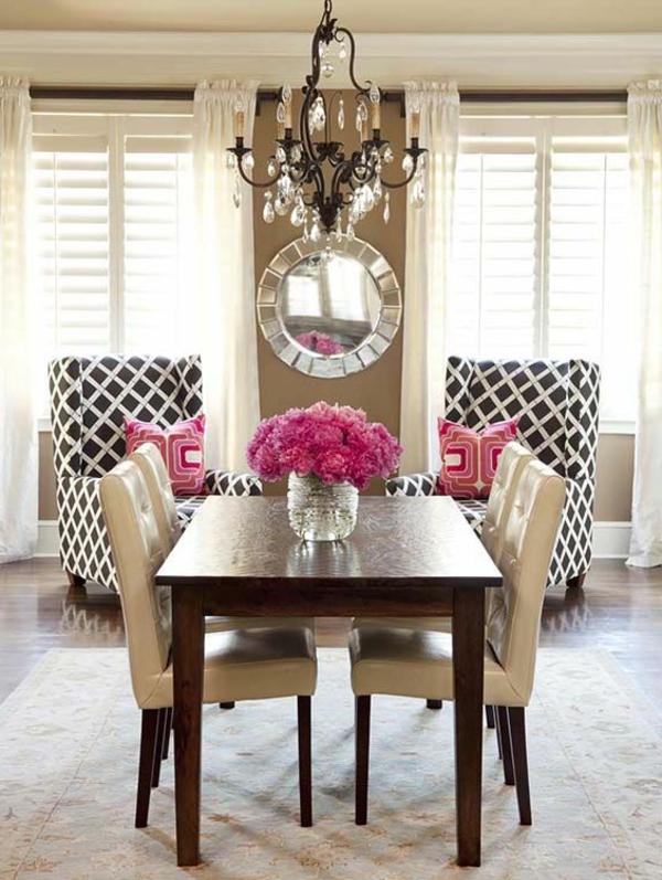 chaises-de-salle-à-manger-deco-luxe-belle-chambre-lustre-baroc-bouquet-vase