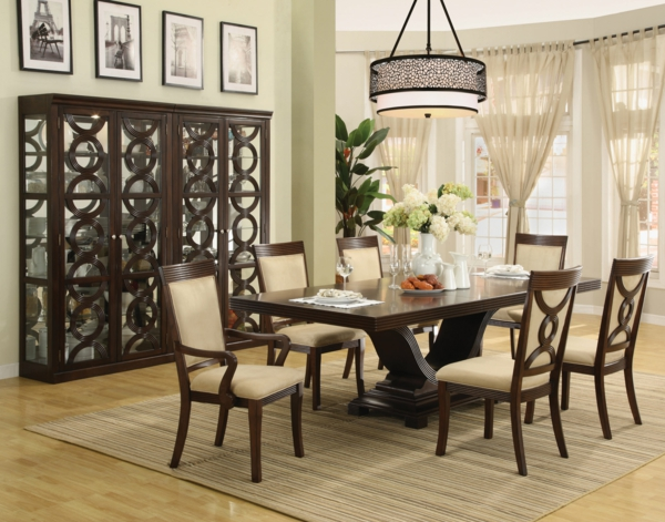 chaises-de-salle-à-manger-deco-luxe-lustre-table-bois-massive