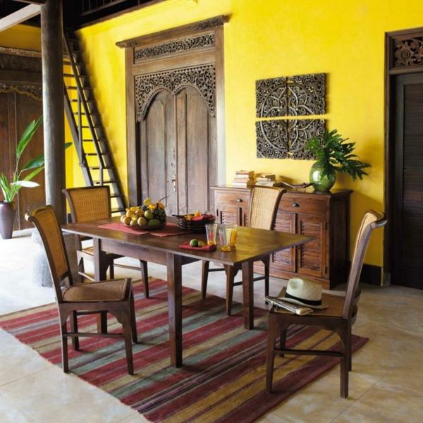 chaises-de-salle-à-manger-deco-table-mur-jaune-orientale