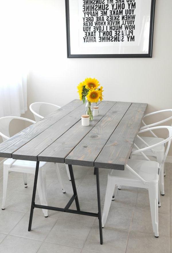 chaises-salle-a-manger-design-le-tournesol-vase-table-bois